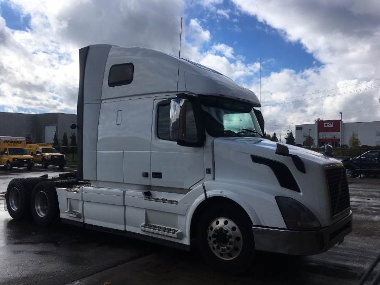 Used 2014 Volvo Vnl64t670 Sleeper Tractor Unit 684385 Penske